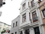 Family House  near Taksim 5BR  W /Kitchen/Garden