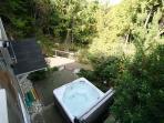 Hot tub for six