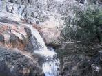 un rio puro y cristalino porque ahí,  todavia, no pasa cerca de ninguna poblacion.