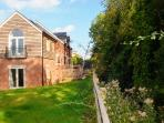 Great location - short walk to town centre, canals & Commons => Area of Outstanding Natural Beauty