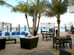 Seaside Rest & Bar walking distance
