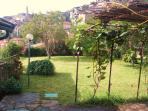 giardino con pergolato