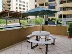 Safe feeling, New gas BBQ grill, pleasant weather or al-fresco dining on your personal condo patio!