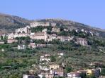 vicalvi con il castello medievale, la casa confina con la prima cinta muraria dell'incantevole caste