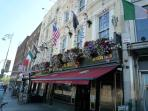 Historic Pubs - Temple Bar area - 25 mins walk