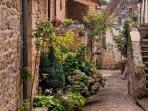 Saint-Cyprien est situé dans un triangle d'Or concentrant 7 des plus beaux villages de France.