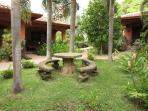 Garden betwee cabinas