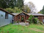 Very nice cabin in the Redwoods and Stone Lagoon! Nicely furnished with great wilderness feel!