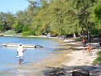 la plage de Bain Boeuf à moins de 50 mètres de la résidence Kenville