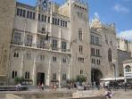Before you visit the beautiful old centre of Narbonne