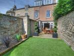 Lovely walled Garden with Garden Furniture and Gas BBQ