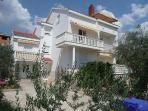 Villa Estera with pool, studio to rent in Croatia