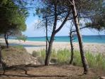 The sand is snow-white n very thin at Orrì; the water very low, the depth is sandy without cliffs.