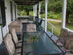 Annex Cottage: Large front porch with eating area