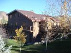 Riverhouse abundant lawns