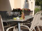 vaste terrasse sous store banne pour d'agréables moments de partage en famille