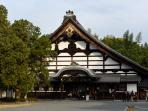 Tofukuji Temple (7 minutes by bicycle)
