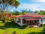 Tres Amigos Island Villas - Casa Blanca