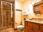 Emerald Lodge Twin Bathoom - 5106