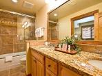 Emerald Lodge Bathroom - 5106