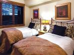 Emerald Lodge Twin Bedroom - 5102A