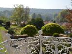 Vue sur le parc et la vallée - Castel d'Orquevaux