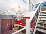 MOJITOs luxe hallway