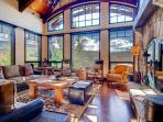 Fun and games. And golf. Private hot tub, golf course nearby - Tomboy Retreat