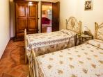 Relax & Love in Tuscany: Bedroom 2 - Twin beds