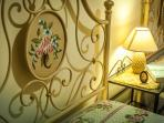 Relax & Love in Tuscany: Bedroom 2 - Twin Beds a particular