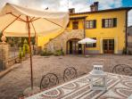 Relax & Love in Tuscany: the house  with umbrella