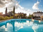 Relax & Love in Tuscany: The swimming pool in front of the house
