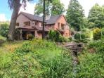 SPLASHY MILL ANNEXE, all ground floor, woodburning stove, patio overlooking mill, near Stone, Ref 917711