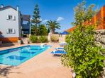 A wonderful aspect of the swimming pool and Villa!