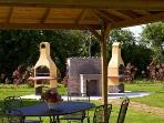 parco con barbecue e gazebo