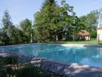 La piscine (13mx6,5m) clôturée avec alarme de sécurité