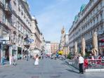 2 minutes walk: Graben shopping street