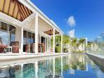 Deluxe 3 Bedrooms Villa Overlooking the Ocean