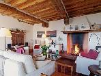 Leonida living room