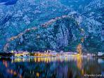 Kotor by night, 2km