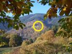 Le Hameau de Chapelèche sur un versant Sud à l'automne