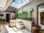 Villa Tawan master bathroom