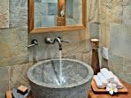 Mauka Bath detail