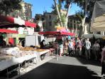 El mercado de Ceret (8 km), una mañana soleada