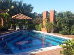 Pool and garden's view / Piscina y jardin