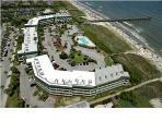 Top Floor Beachfront Sea Cabin w/Netflix and Pier