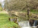 Le Beugnon, ruisseau qui sépare le chalet de d'étang