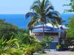 La location côté mer est situé au 1° étage de la villa Chantevent  à Ferry Deshaies.