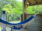 hamac sur la terrasse de la COULEUR PASSION de la Villa Chantevent
