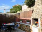 Terraza trasera y barbacoa - rear terrace & BBQ